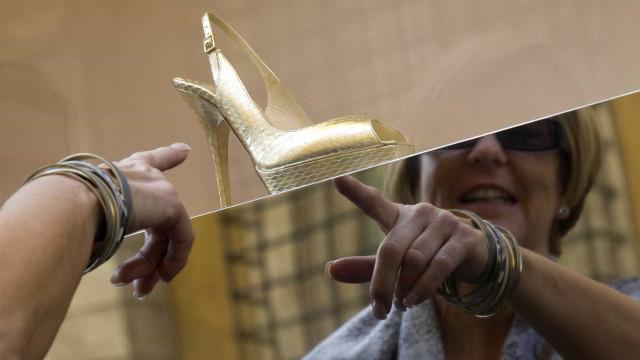 Michael Kors compra lendária produtora de sapatos Jimmy Choo