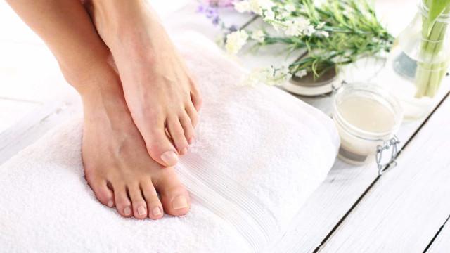 Os cuidados que deve ter com os pés durante o verão