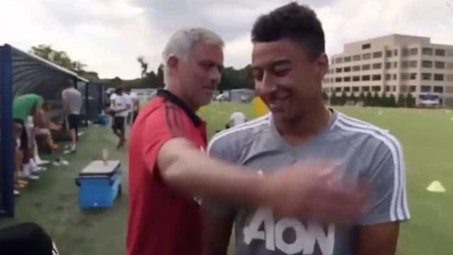 """Mourinho 'aperta' com Lingard: """"Não marca um golo e dá entrevistas..."""""""