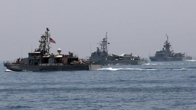 Marinha norte-americana dispara tiros de aviso contra navio iraniano