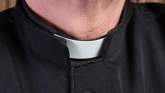 Detido sacerdote venezuelano por atos lascivos com menor de 12 anos