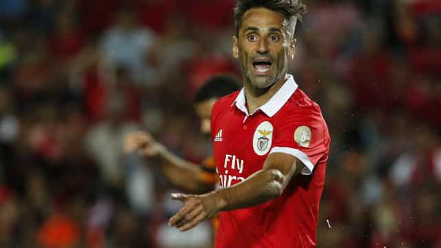 Jonas e Júlio César falham segundo treino do Benfica em Inglaterra