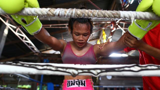 Fora do ringue, esta pugilista transgénero luta pela aceitação