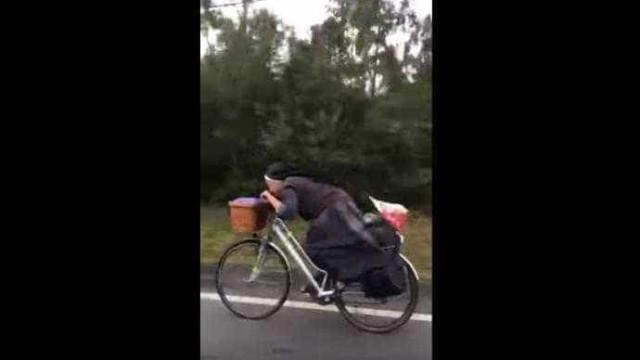 Esta freira percorre os Caminhos de Santiago de bicicleta