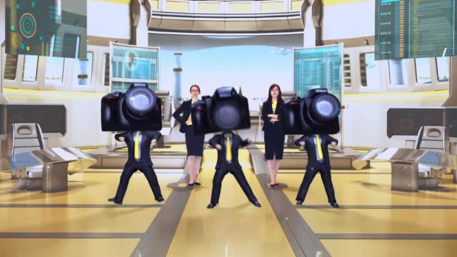 Nikon celebra centenário com um vídeo no mínimo… estranho