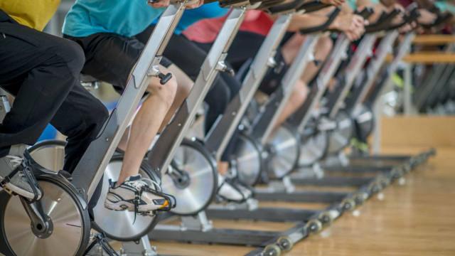 Atenção às aulas de spinning demasiado intensas, podem ser perigosas