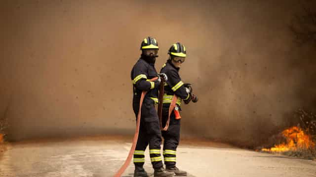 Prédio evacuado em Sacavém devido a incêndio