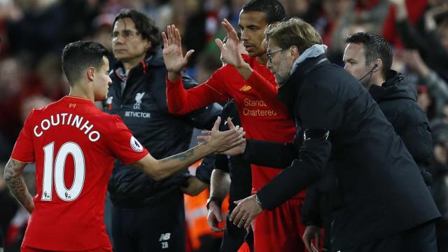 Coutinho entrega em mãos um pedido de transferência ao Liverpool