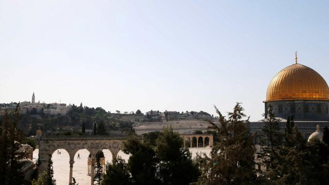 Parlamento israelita vota lei para dificultar partilha de Jerusalém