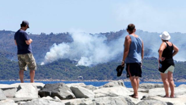 Evacuações em massa. 12 mil pessoas retiradas em França por causa do fogo