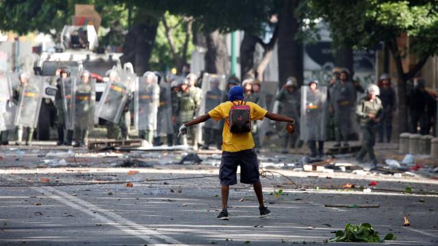 Venezuela: Um morto, quatro feridos e 50 pessoas detidas na greve geral