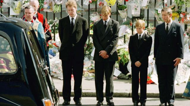 William e Harry não queriam caminhar atrás do caixão da mãe