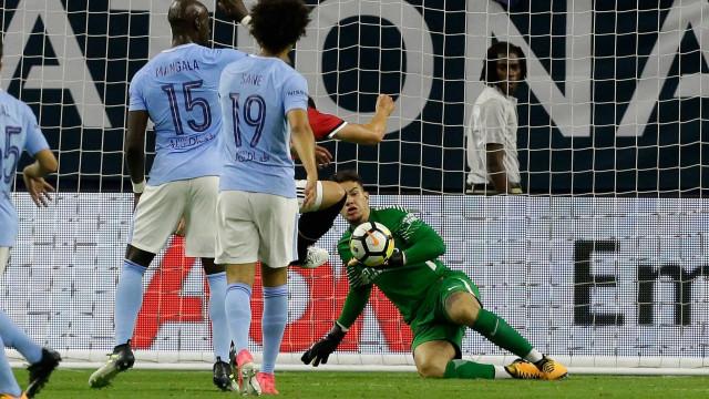 """Guardiola elogia 'redenção' de Ederson: """"É importante para ele"""""""