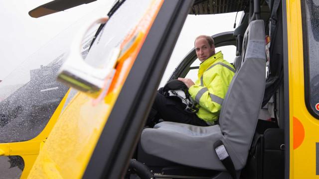 Príncipe William deixa cargo de piloto de ambulância aérea