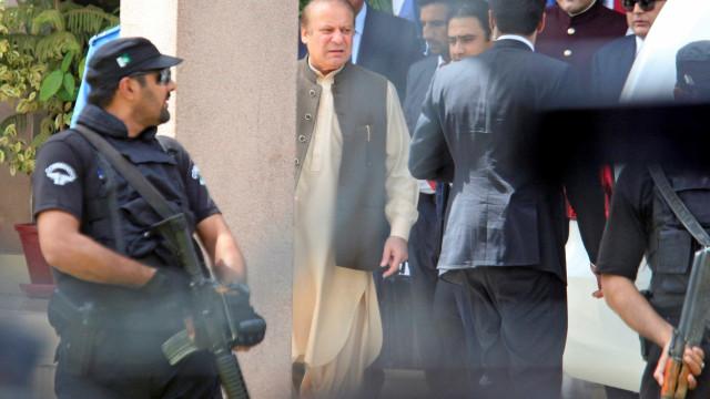 Primeiro-ministro do Paquistão renuncia após ser inabilitado pelo Supremo
