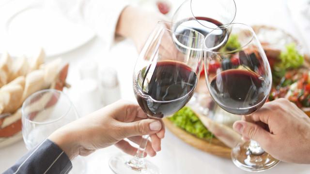 Álcool e diabetes. Novo estudo aponta para ligação benéfica
