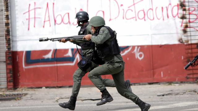 Colômbia, Venezuela e Brasil mobilizam tropas para as fronteiras comuns