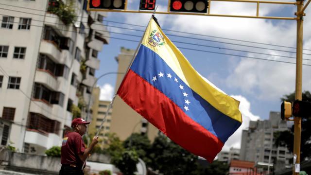 Caracas acusa os EUA de promover um bloqueio económico contra o país
