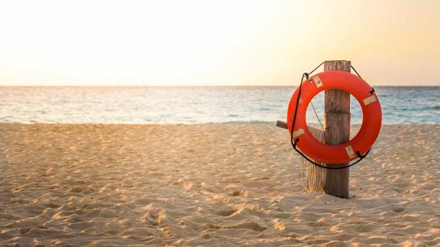 Criança em perigo numa praia da Póvoa de Varzim  salva de afogamento