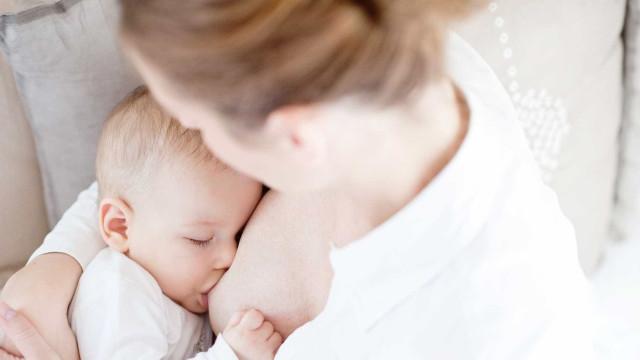 Mãe doa 5 mil doses de leite materno para amamentar bebés