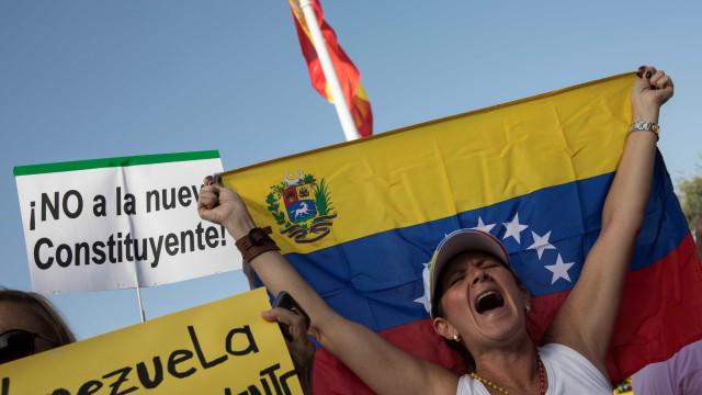 """Cristas pede """"transparência e tranquilidade"""" para luso-venezuelanos"""