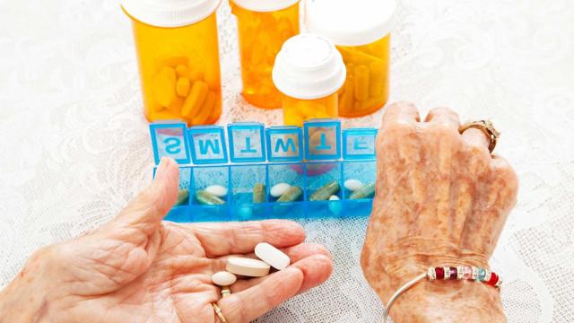 Médicos devem justificar casos de idosos que tomam mais de cinco fármacos