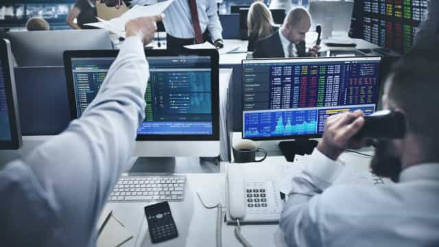Bolsas europeias negoceiam mistas ensombradas por tensões geopoliticas