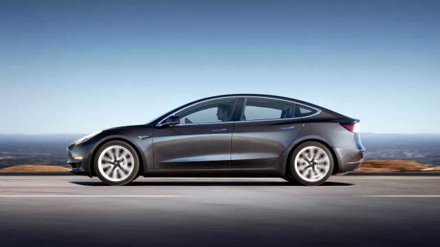 """Model 3 recebeu rating """"mediano"""" e a Tesla não se deixou ficar"""