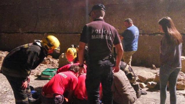 Jovem resgatada após queda no molhe da Barra de Aveiro