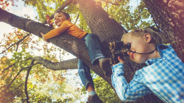 As seis coisas perigosas que deve deixar os seus filhos fazer