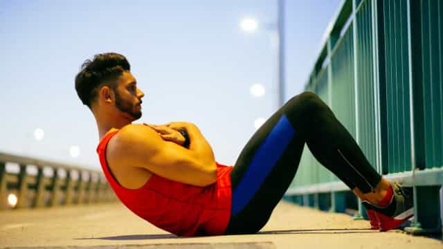 Sete exercícios que só lhe 'queimam' tempo. Substitua-os por estes