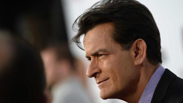 """Charlie Sheen deseja """"as maiores felicidades"""" à ex-mulher"""