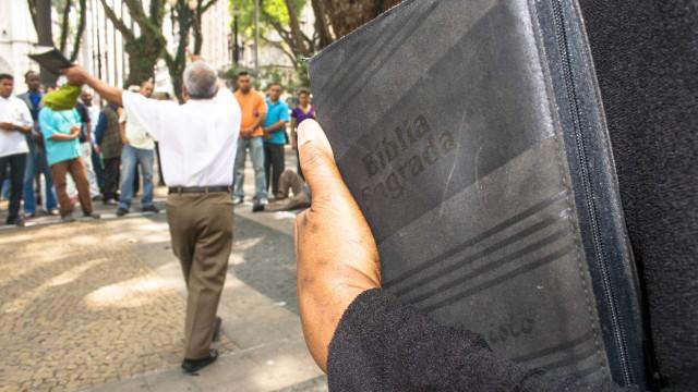 Deixaram de ser testemunhas de Jeová e a família virou-lhes as costas