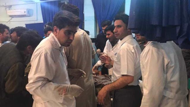 Atentado em mesquita no Afeganistão faz quase 30 mortos