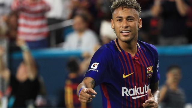 Neymar despede-se dos companheiros e deixa Ciutat Esportiva sem treinar