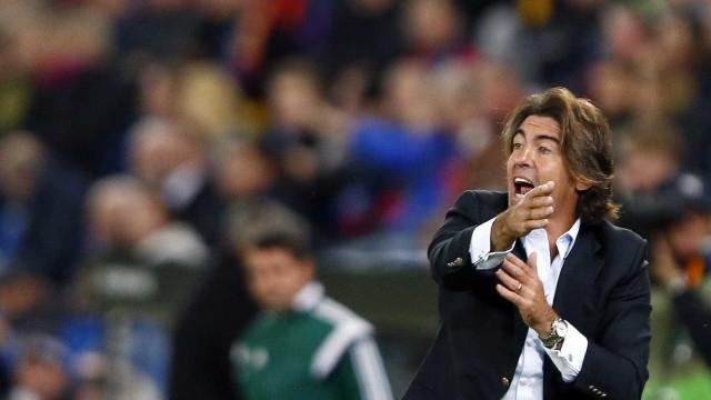 Standard Liège de Sá Pinto empata contra nove na liga belga