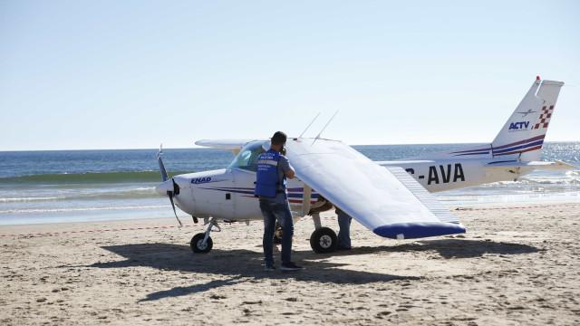 """Piloto reportou """"falha do motor"""" e avisou torre que ia aterrar na praia"""
