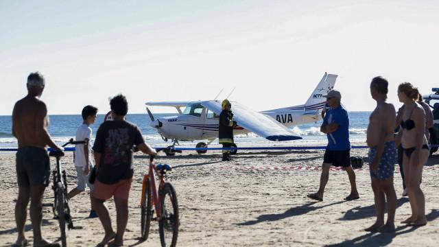 Vídeo captou momentos antes da aterragem da avioneta na Caparica