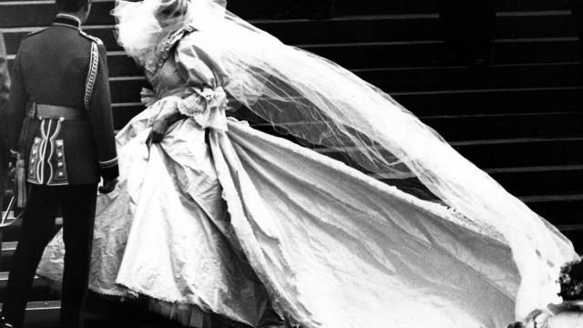 A história da criação do icónico vestido de casamento da princesa Diana