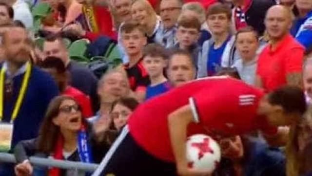 Matic ainda agora chegou ao United e já fez estragos (literalmente)