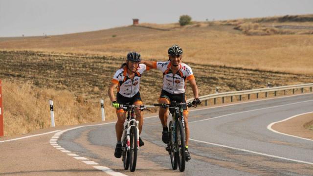 De Abrantes a Gibraltar. A ajuda que chegou a Pedrógão de bicicleta