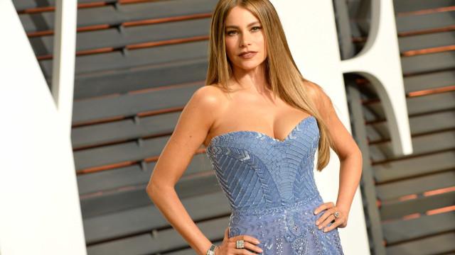 Sofia Vergara vende lingerie por uma boa causa