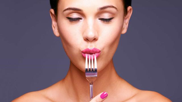Pele saudável: Quatro alimentos amigos e quatro inimigos