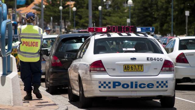 Polícia australiana detém homem que esfaqueou mulher no centro de Sydney