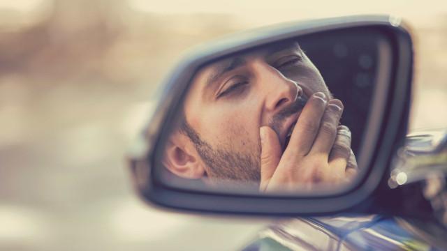 Não adormeça ao volante. Conheça os sintomas e formas de os prevenir