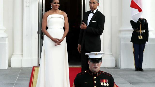 Mulher convidou casal Obama para casamento. E não é que responderam?
