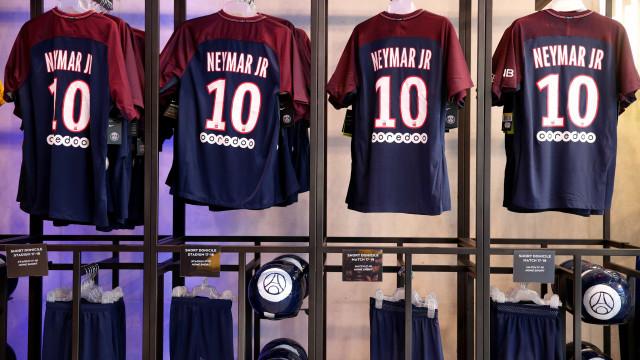 Loja do PSG já encheu com camisolas de Neymar