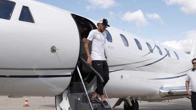 Neymar já aterrou em Paris