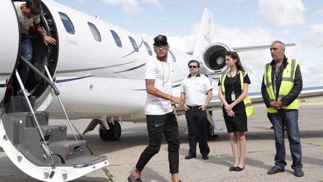 Assim foi a chegada de Neymar a Paris