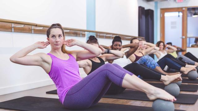 Porque é que os micro-movimentos nas aulas de pilates queimam tanto?